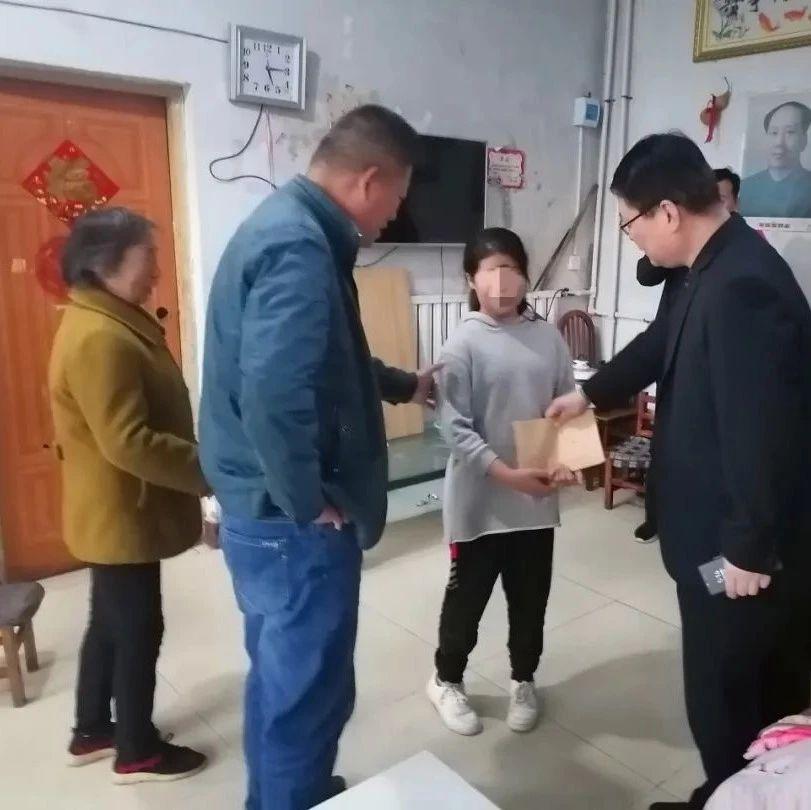 县委组织部开展扶贫救孤护苗走访慰问